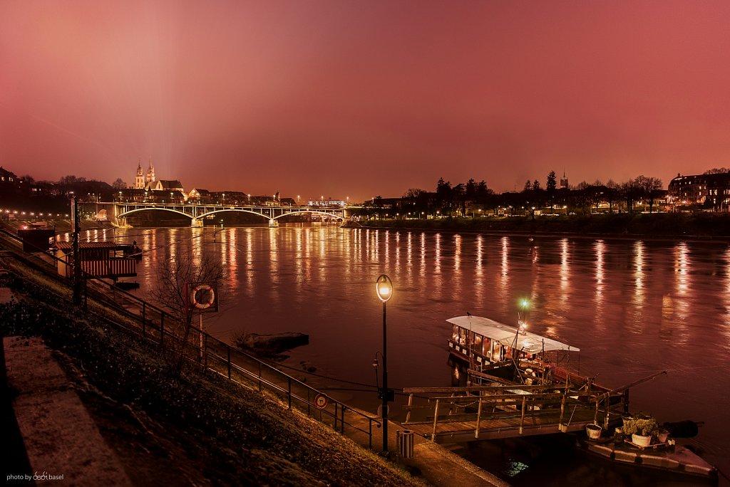 Basel Stadt bei Dämmerung